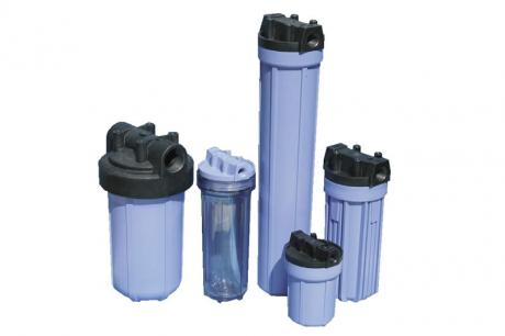 Single-place filter housings made of place for liquid filtration